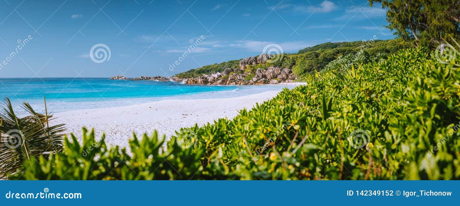 La mayoría de la playa hermosa Anse magnífico en la isla de Digue del La, Seychelles con formaciones de roca del granito, arena y