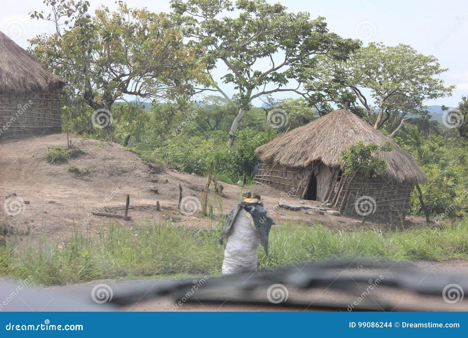 La mayoría del problema grave en África, según participantes de la encuesta, es pobreza Es seguido por el VIH/AYUDA, desempleo, i