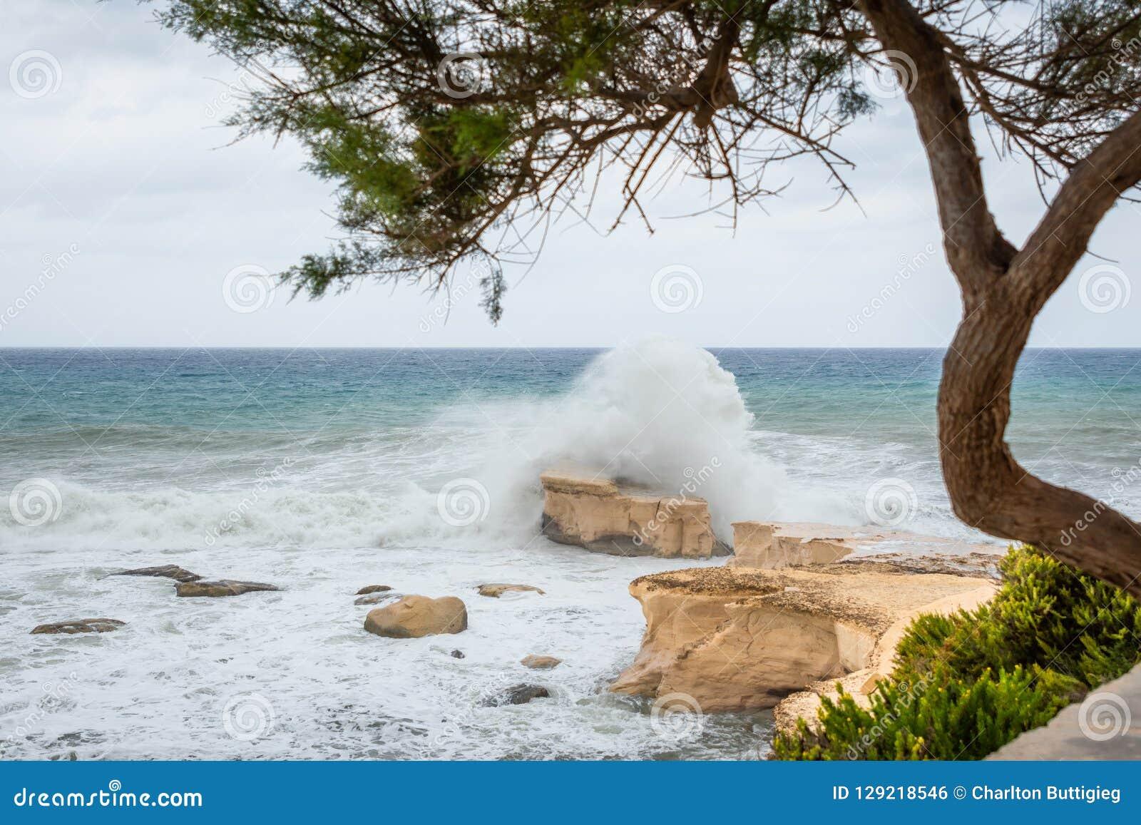 La mer Méditerranée rugueuse