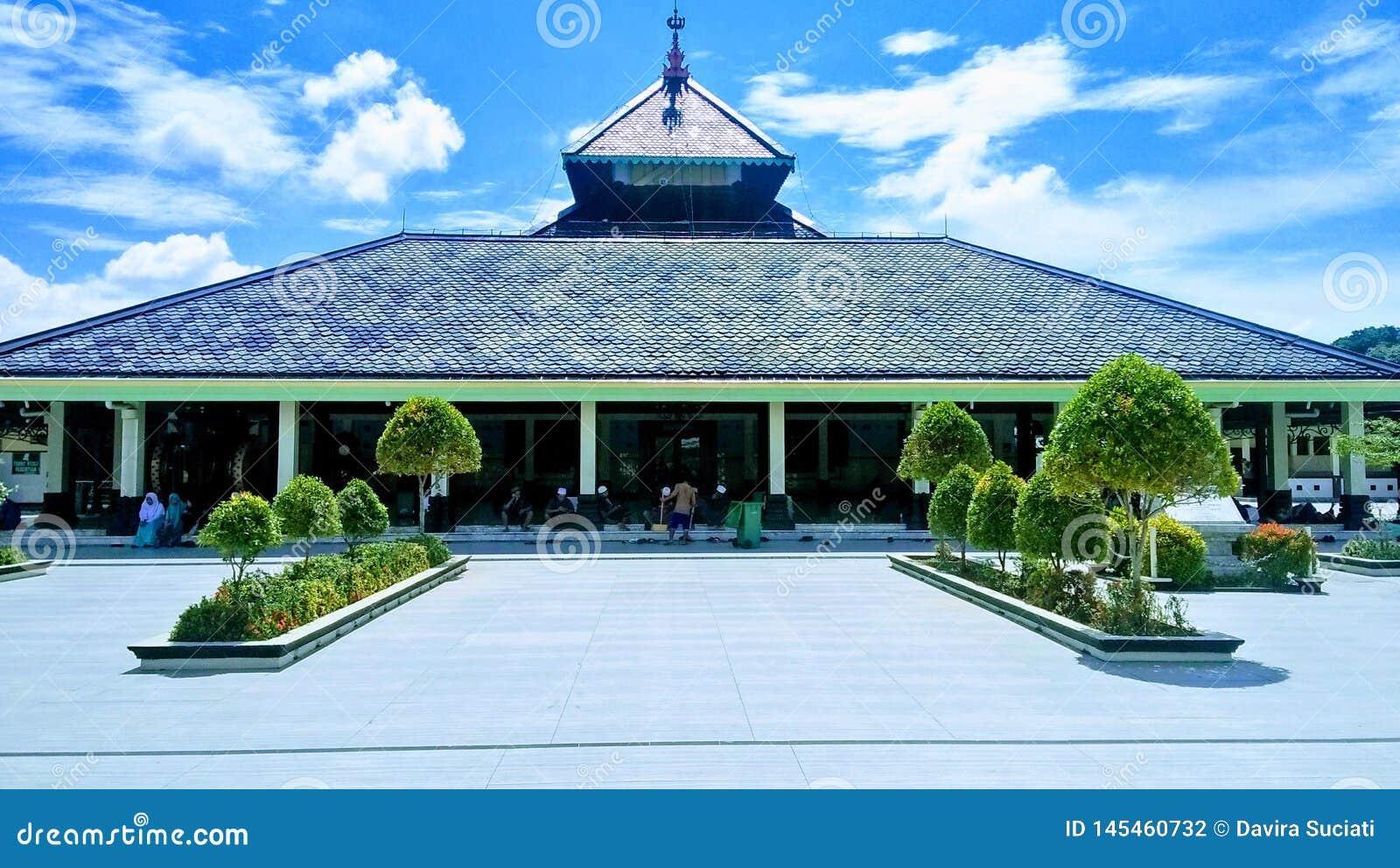 La mezquita tradicional en Indonesia Masjid Demak