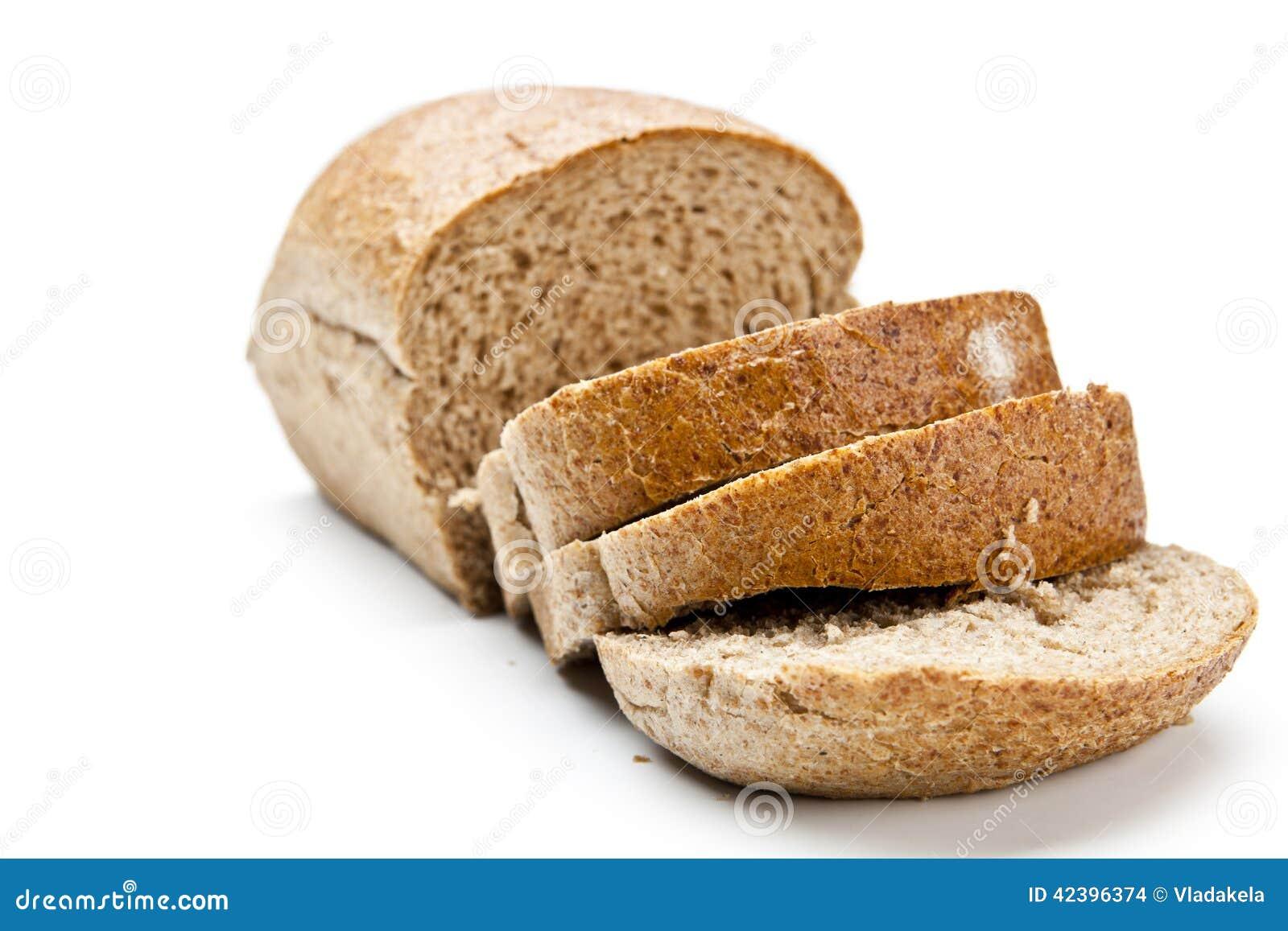 La miche de pain de coupe avec la réflexion d isolement sur le blanc