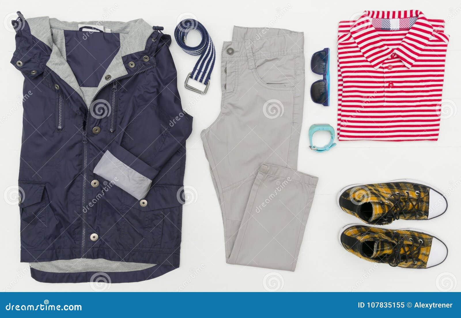 La mirada de moda de la moda de la visión superior de niños viste manera de los cabritos Primavera, equipo del otoño