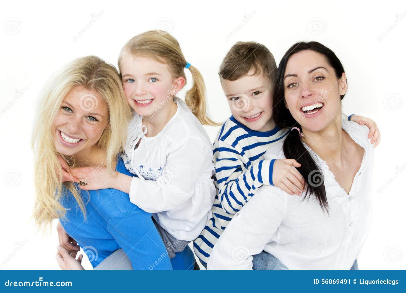 La misma pareja del sexo con los niños