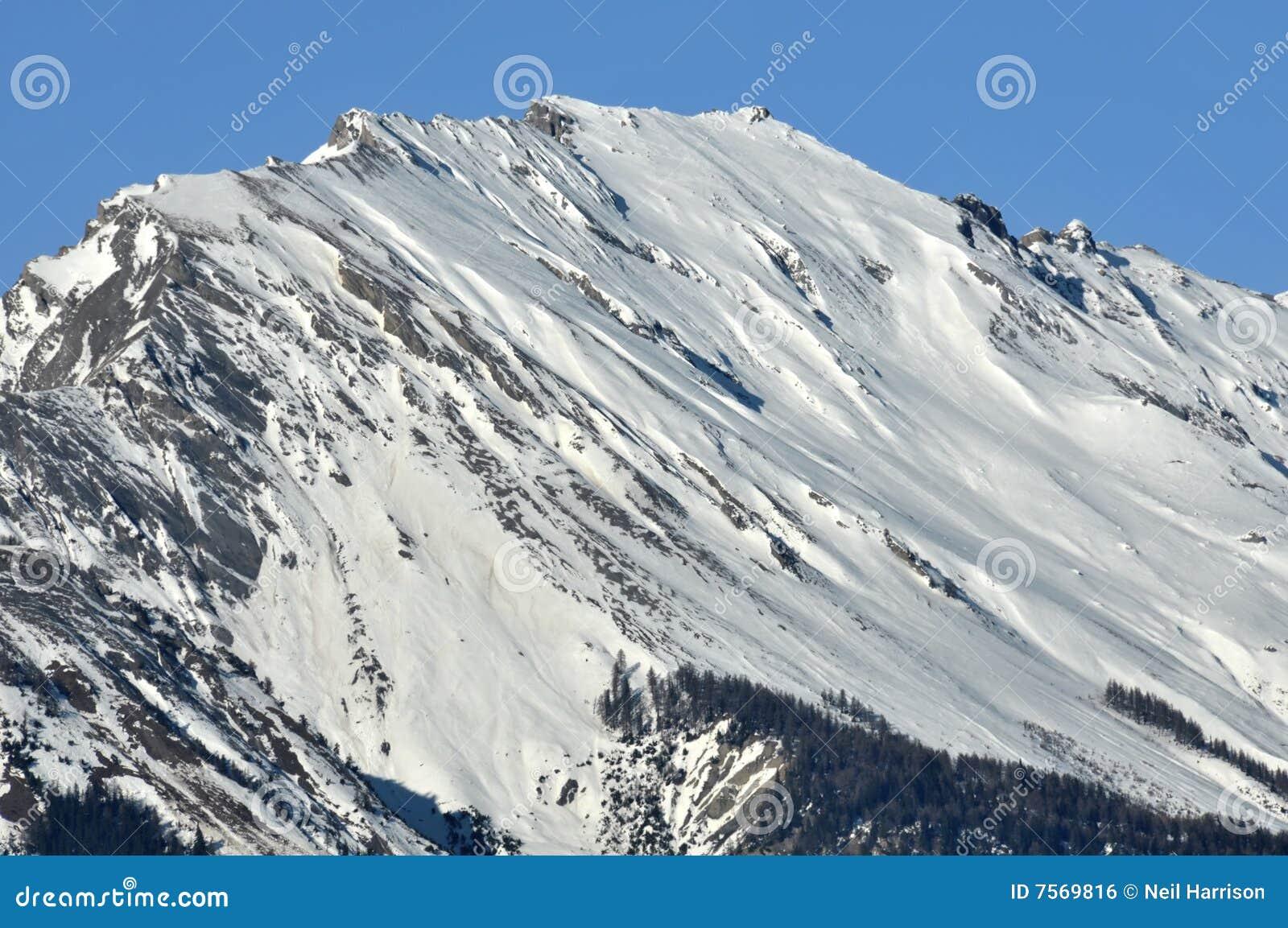 La montagna ha chiamato il noir del sesso nelle alpi svizzere