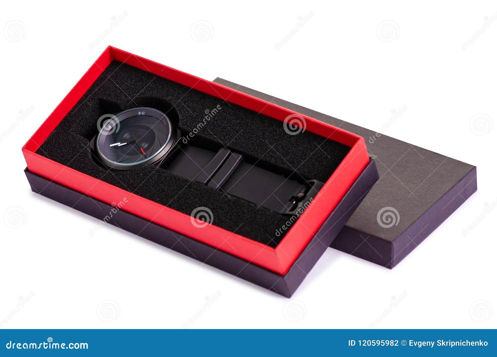 La montre noire dans une boîte