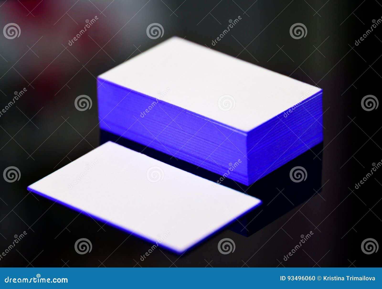Moquerie Blanche Epaisse De Carte Visite Professionnelle Papier Coton Avec Le Bleu Sur Les Bords