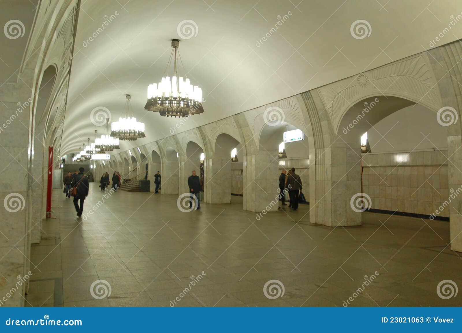 La m tro de moscou int rieur de gare pushkinskaya photos for Metro interieur