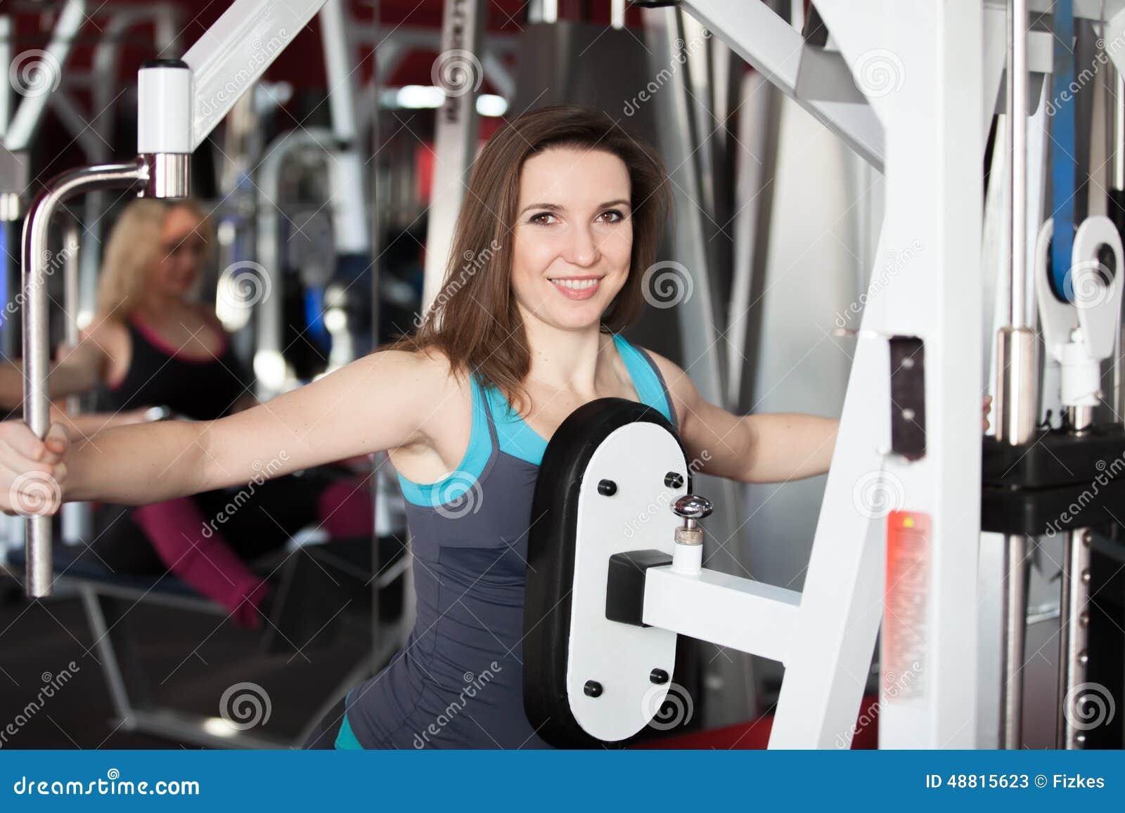 Arreglar la grasa del vientre en las condiciones de casa del ejercicio