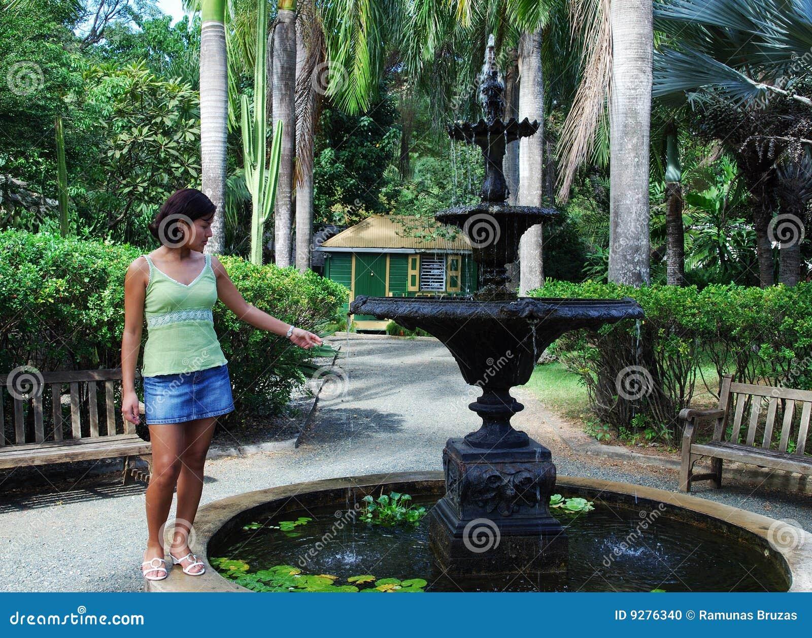 La muchacha por la fuente