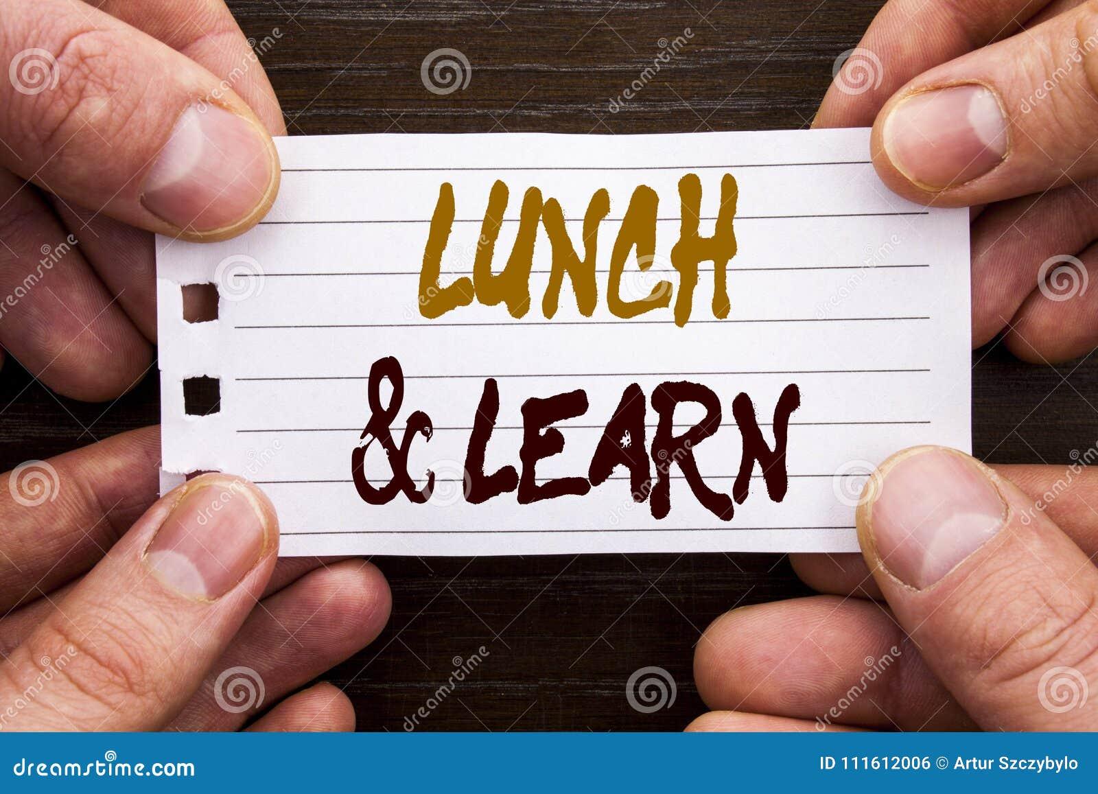 La muestra manuscrita del texto que muestra el almuerzo y aprende Concepto del negocio para el curso del tablero del entrenamient