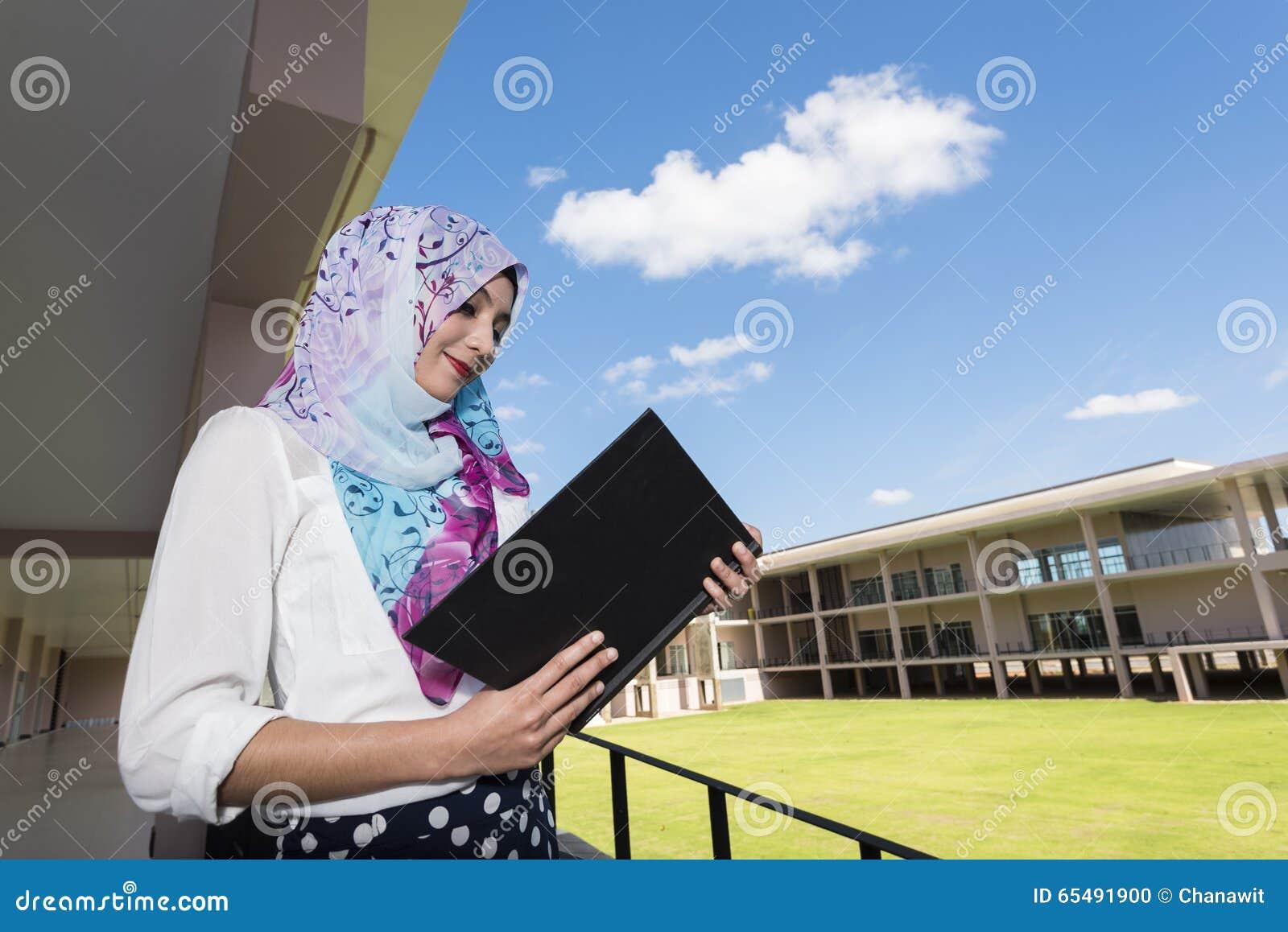 La mujer del Islam leyó un libro