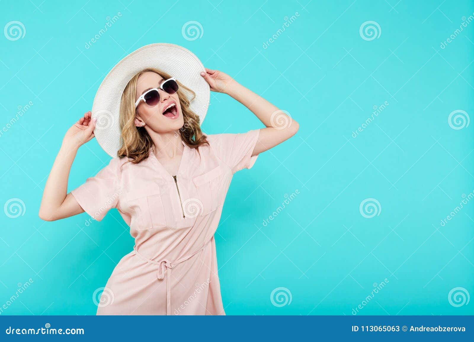 354e6461a7132 La Mujer Joven Hermosa En Elegante Palidece - El Vestido