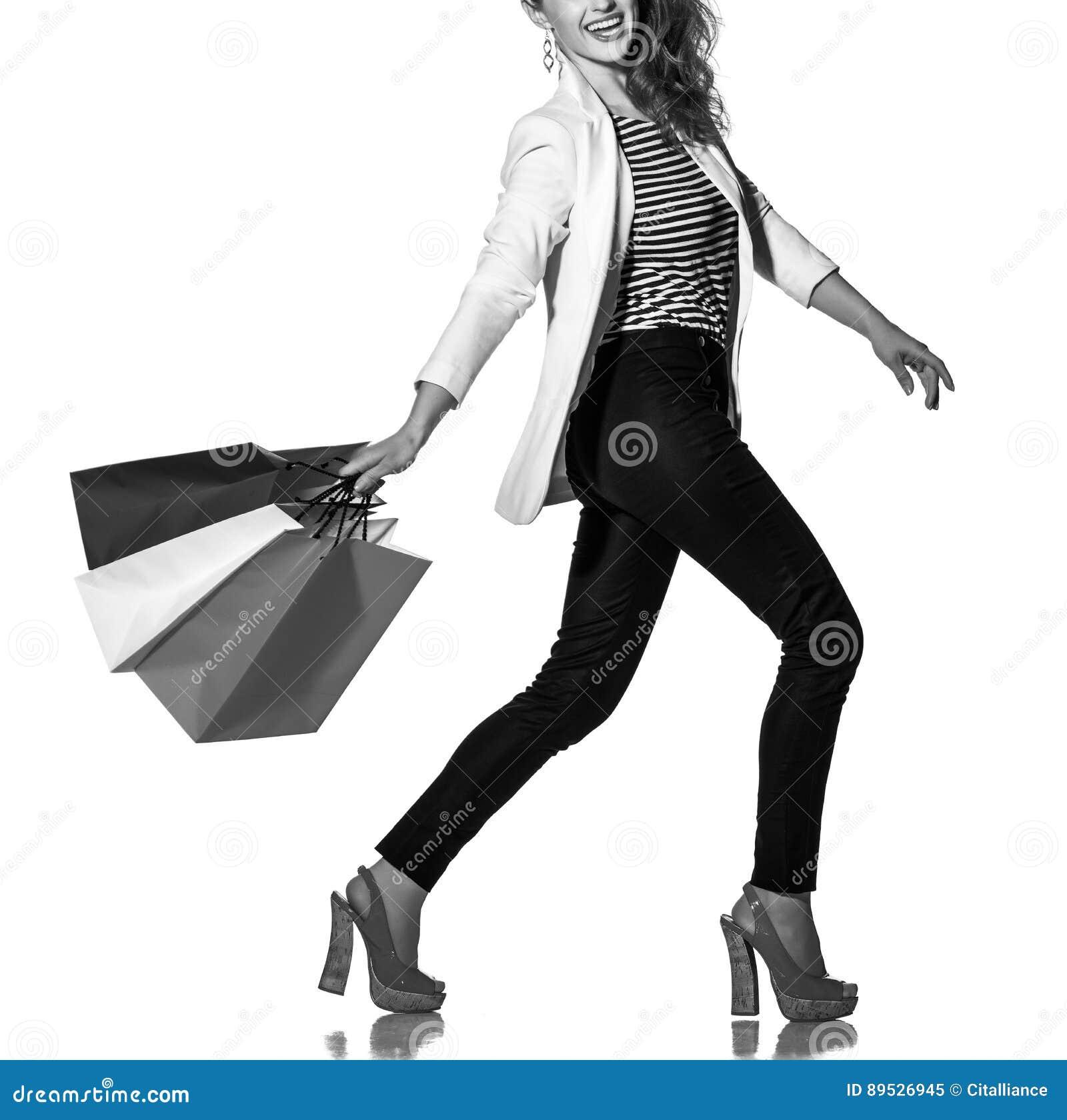 La Mujer Sonriente Que Camina Con La Bandera Francesa Colorea Los ...