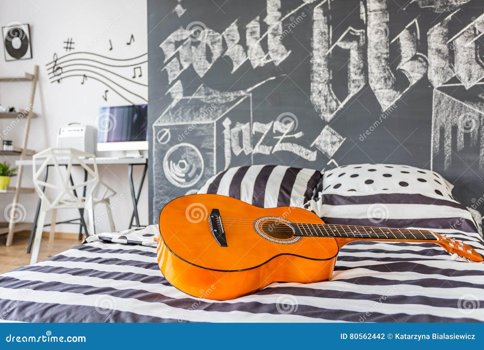 La Musica Ha Ispirato La Camera Da Letto Fotografia Stock - Immagine ...