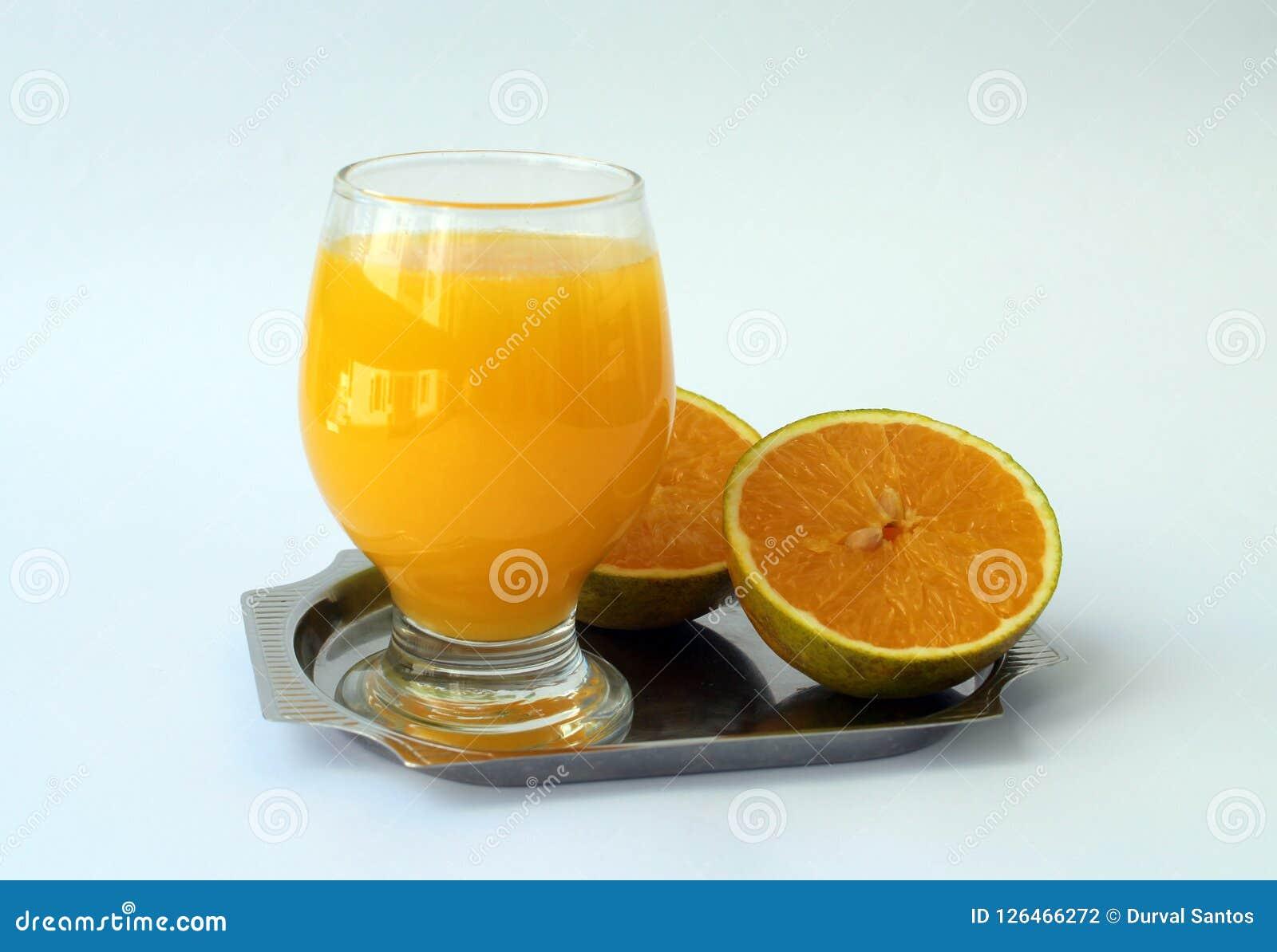 La naranja y el jugo