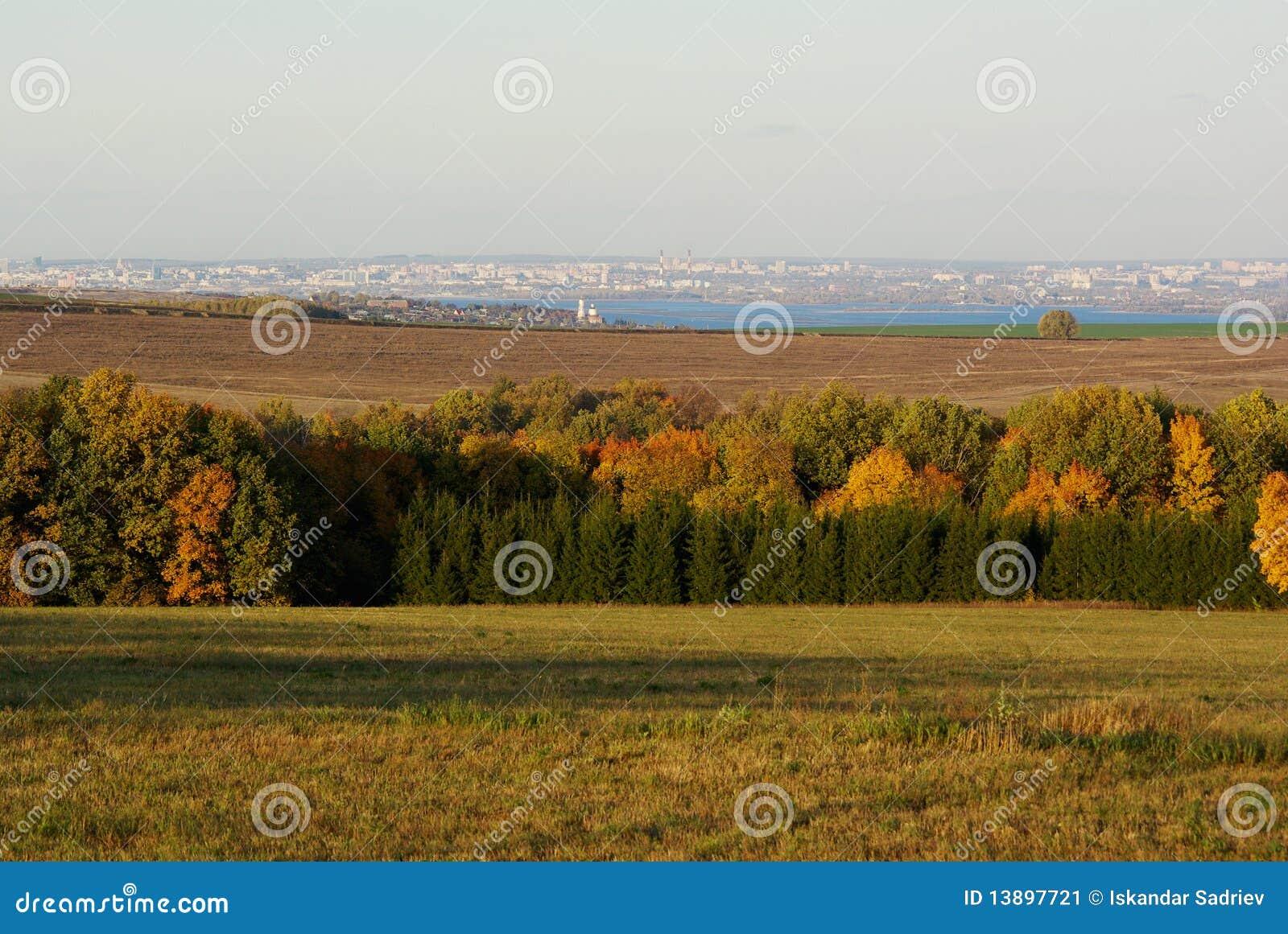 La nature et la ville lointaine image stock image 13897721 for La ville nature