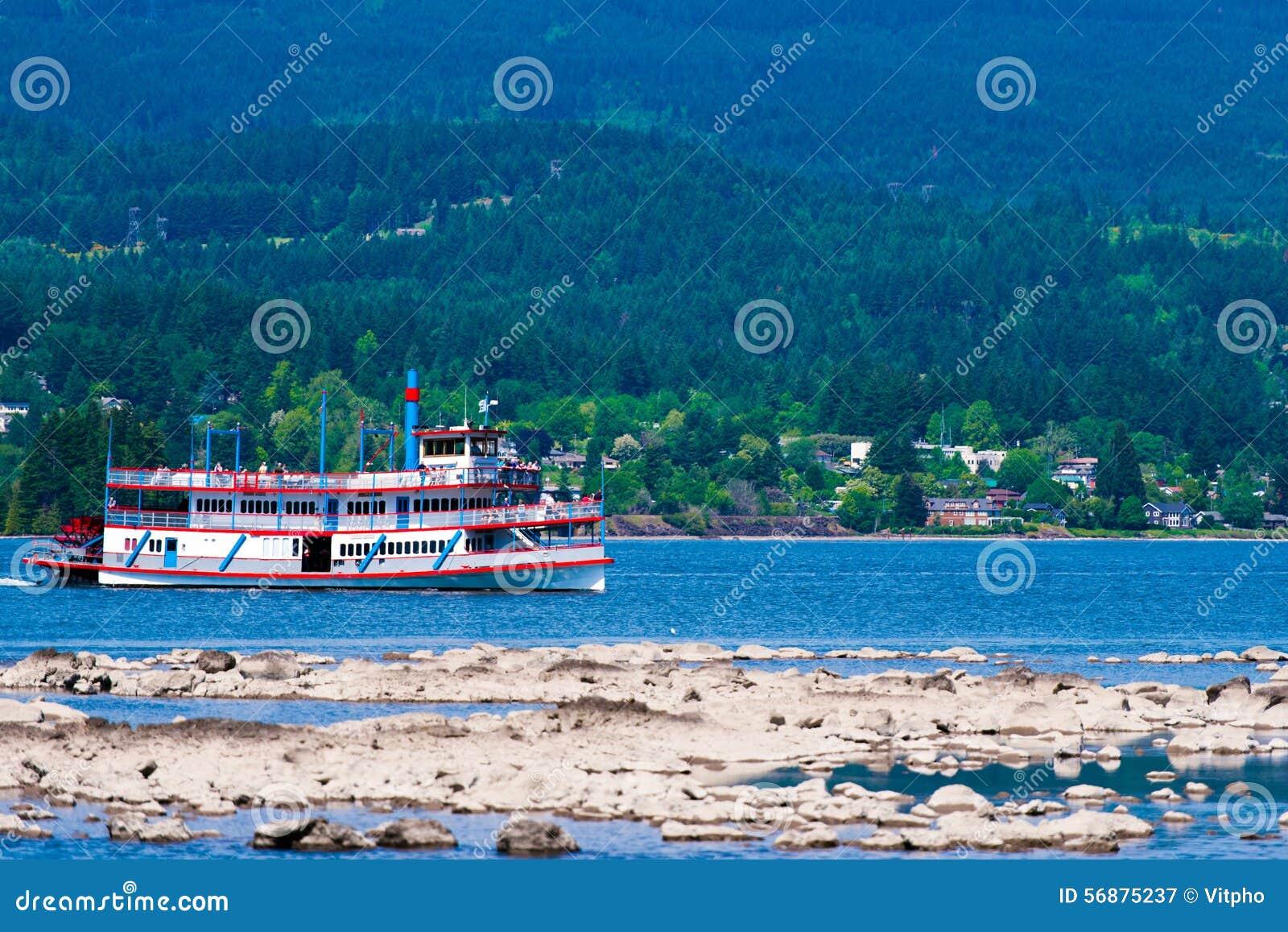 La nave d annata della passeggiata con il viaggio delle pagaie scatta il passo pittoresco