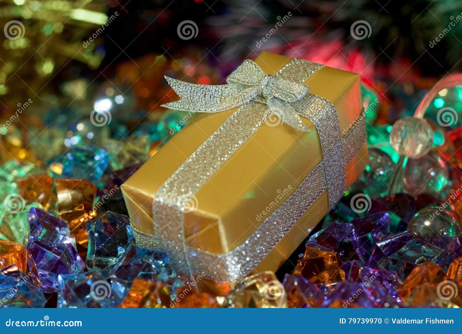 La Navidad, caja de regalo del oro del ` s del Año Nuevo
