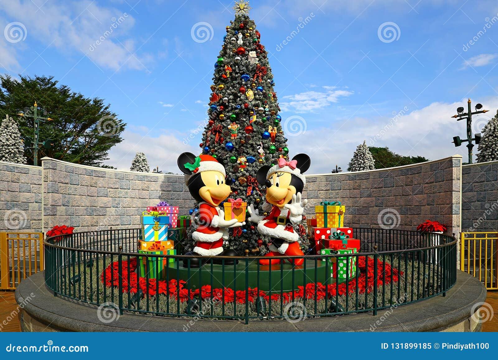 La Navidad en Disneyland Hong-Kong con el ratón del mickey y de minnie