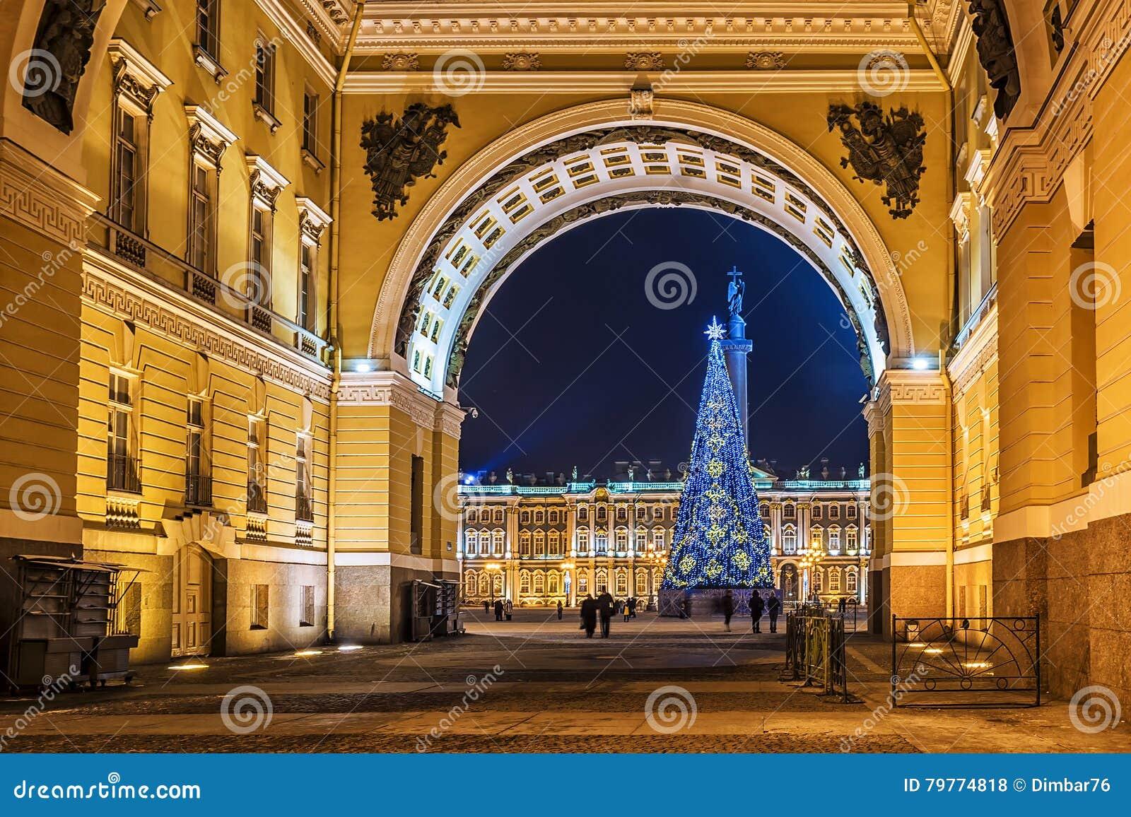 La Navidad St Petersburg Vista del cuadrado del palacio a través del arco