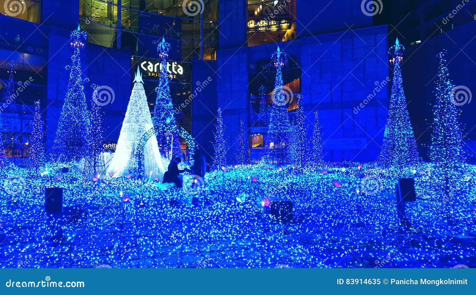 La Navidad y el invierno de Tokio sazonan iluminaciones en Shiodome