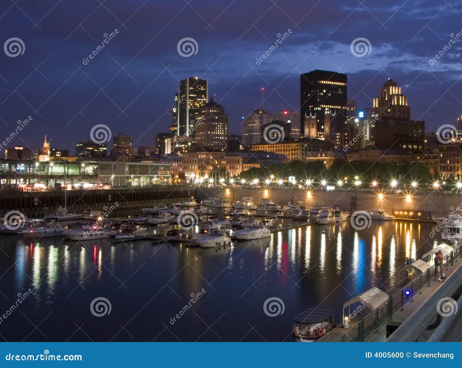 La noche baja sobre el horizonte de Montreal