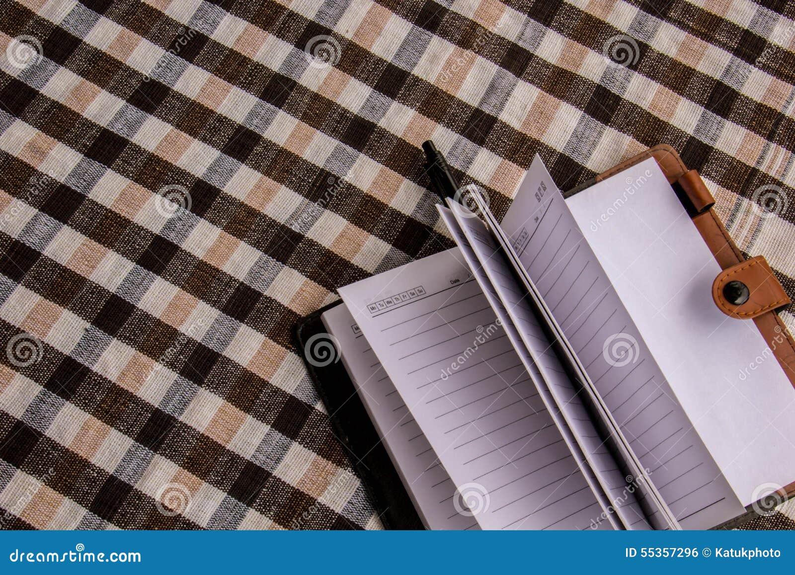 La nota sulla tavola, ha messo sopra il cotone