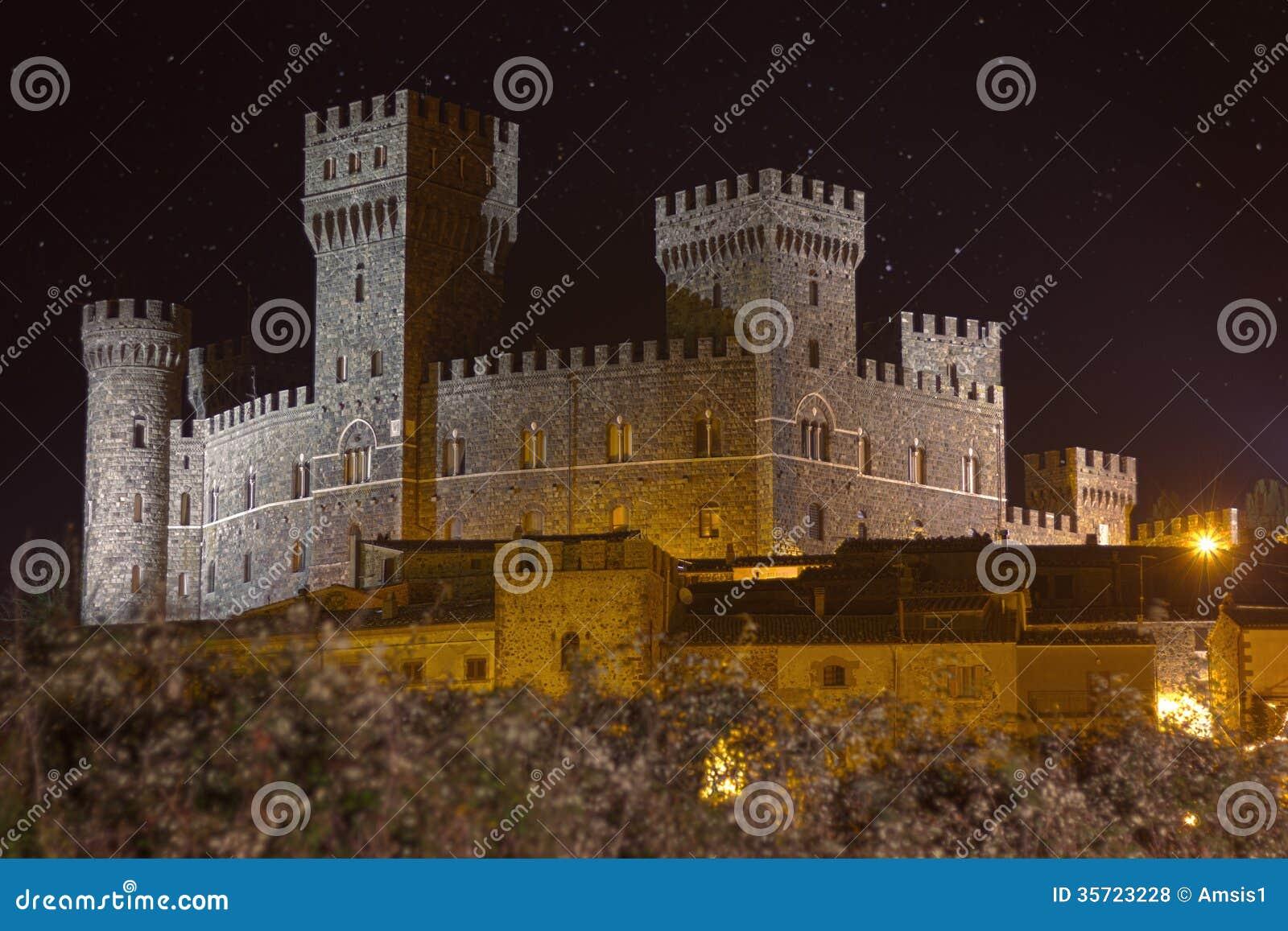 La notte di Alfina della torre del castello