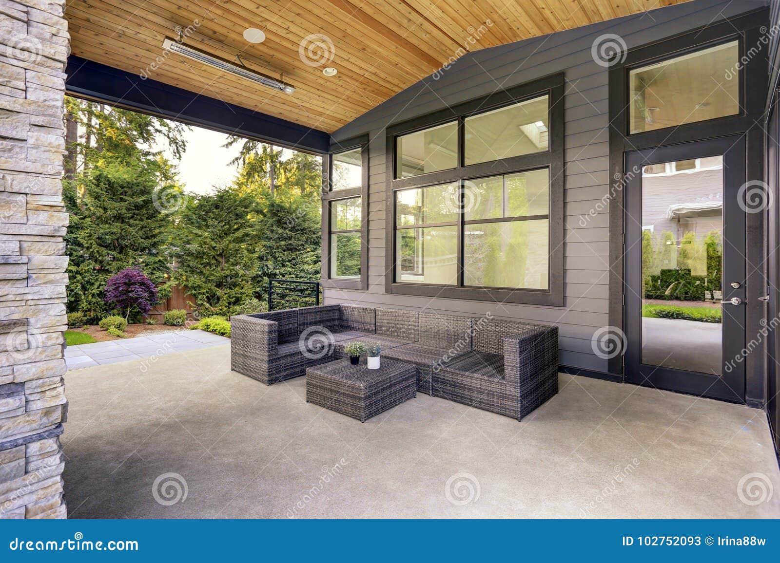Maison Moderne Avec Patio Interieur la nouvelle maison moderne comporte une arrière-cour avec le