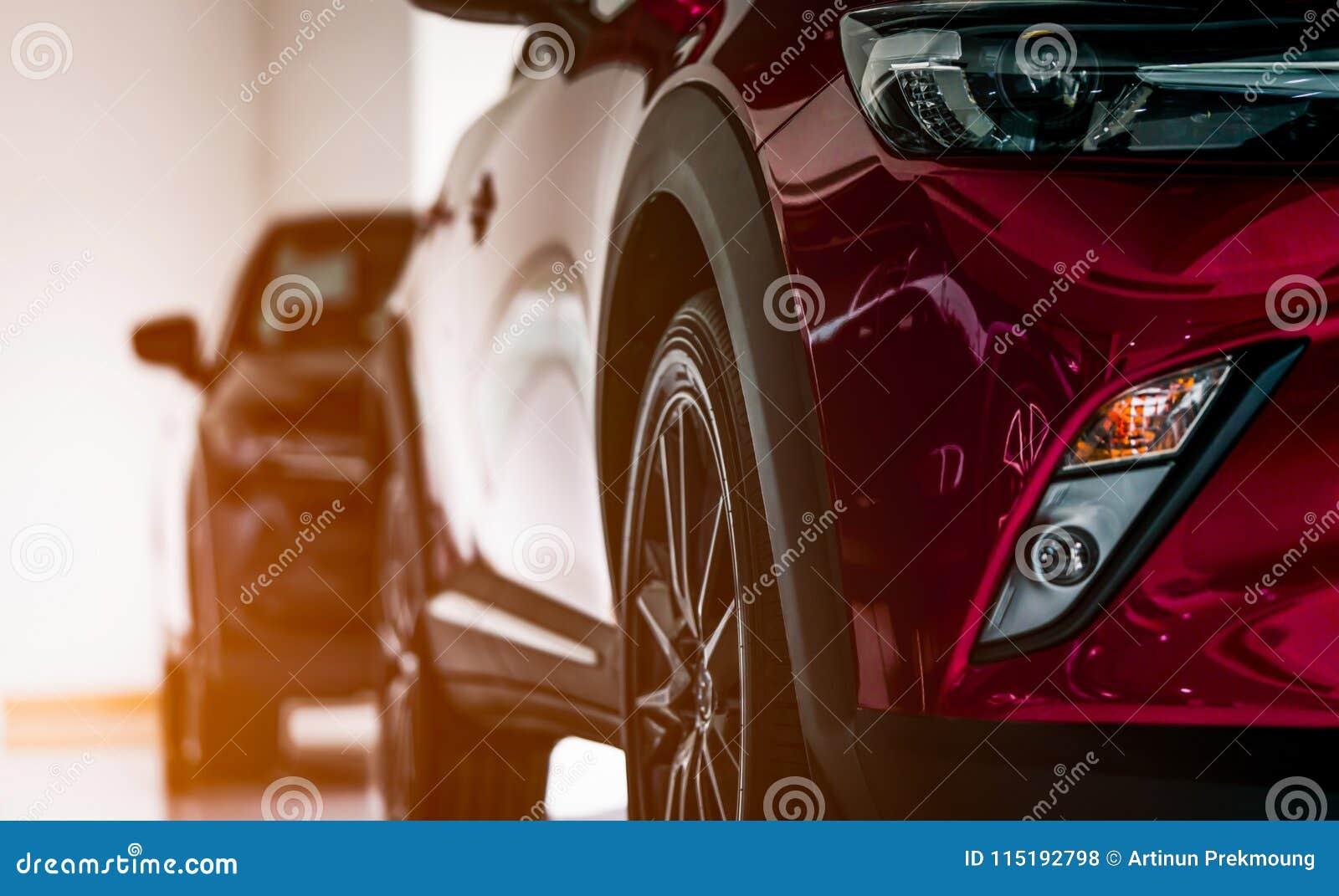 La nouvelle voiture compacte de luxe de suv sest garée dans la