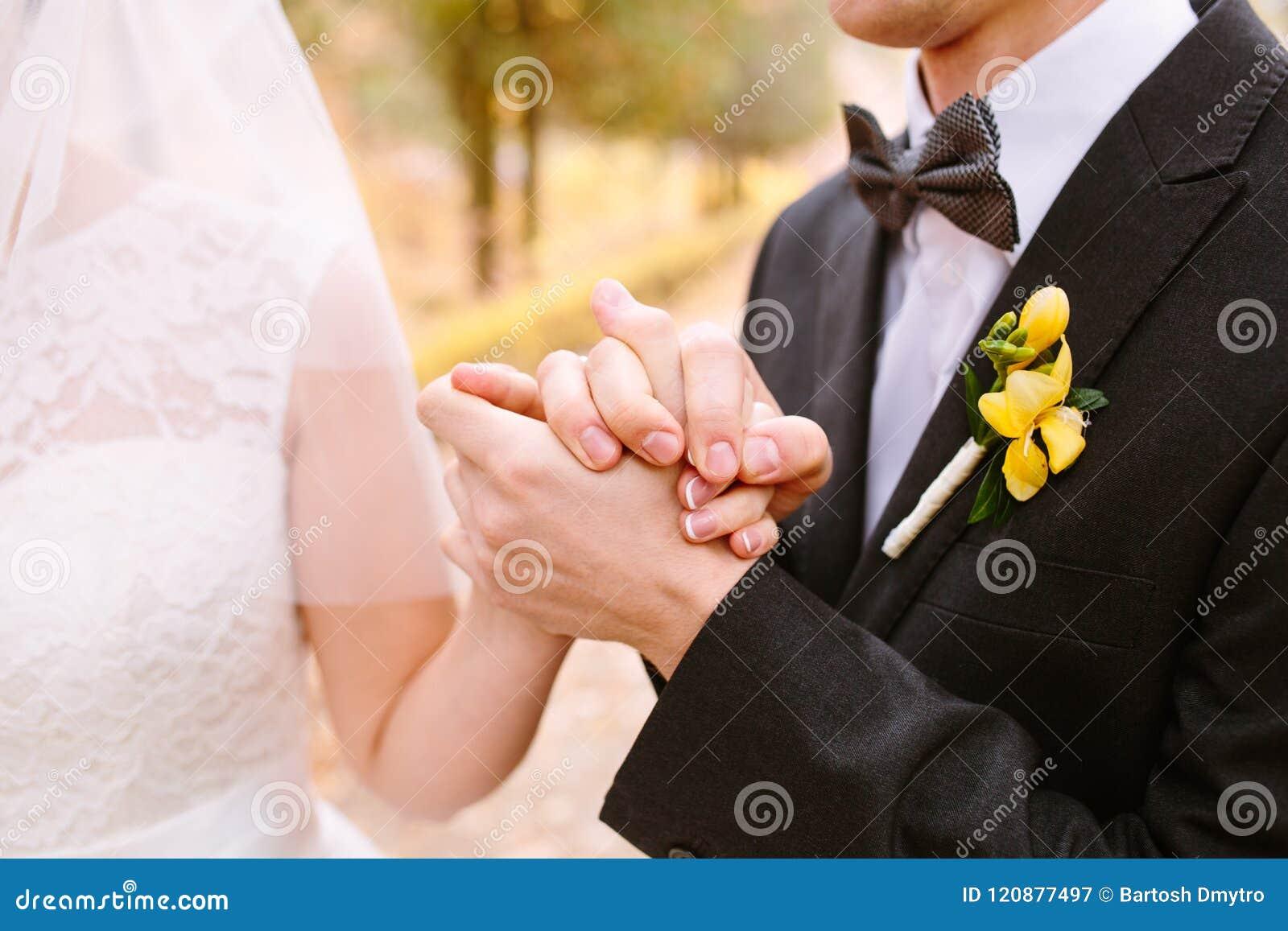 La novia abraza a la novia