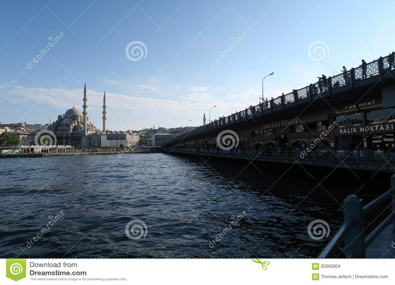 La nueva mezquita - Yeni Cami - sultán originalmente nombrado de Valide en Estambul, Turquía