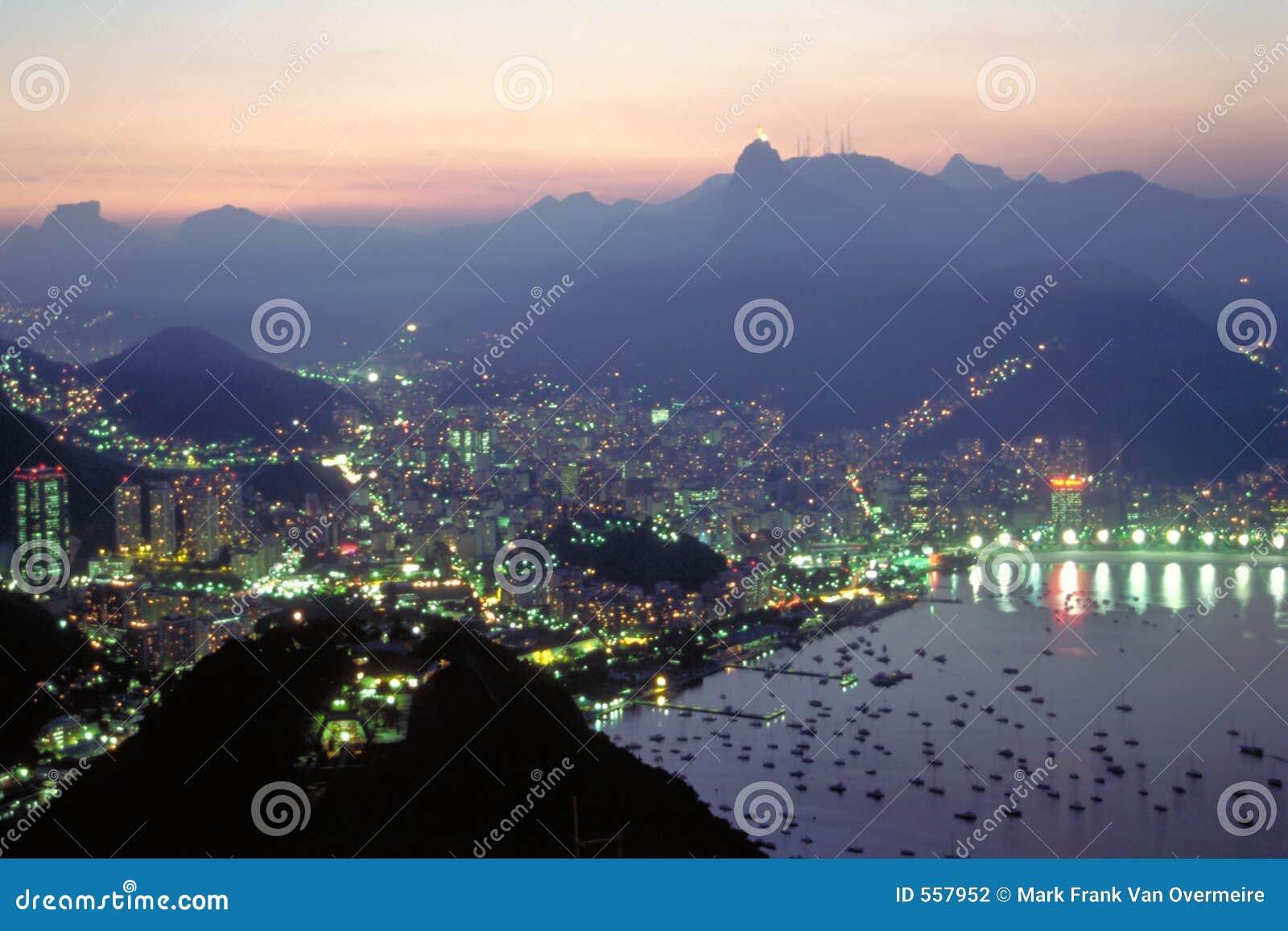 La nuit tombe au-dessus de Rio de Janeiro, Brésil
