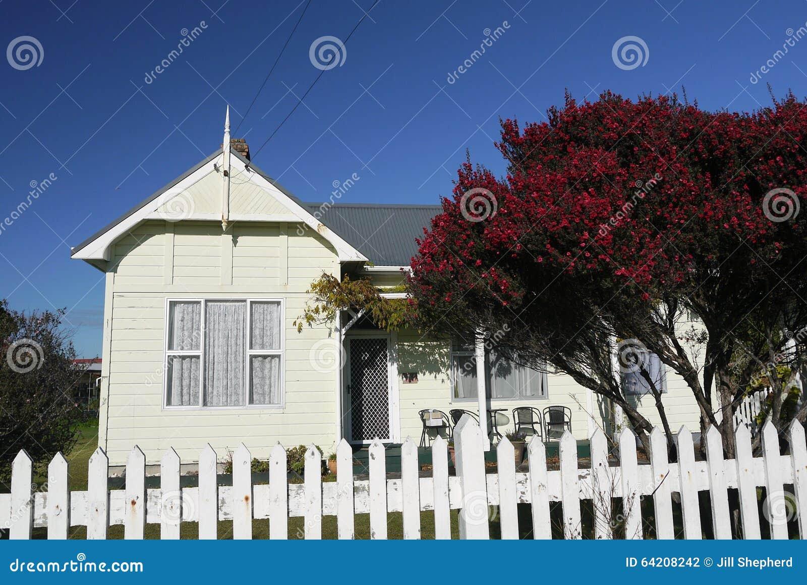 la nuova zelanda casa di legno classica fotografia stock