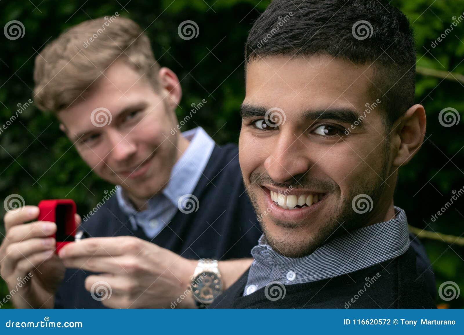 los hombres gay enganchar
