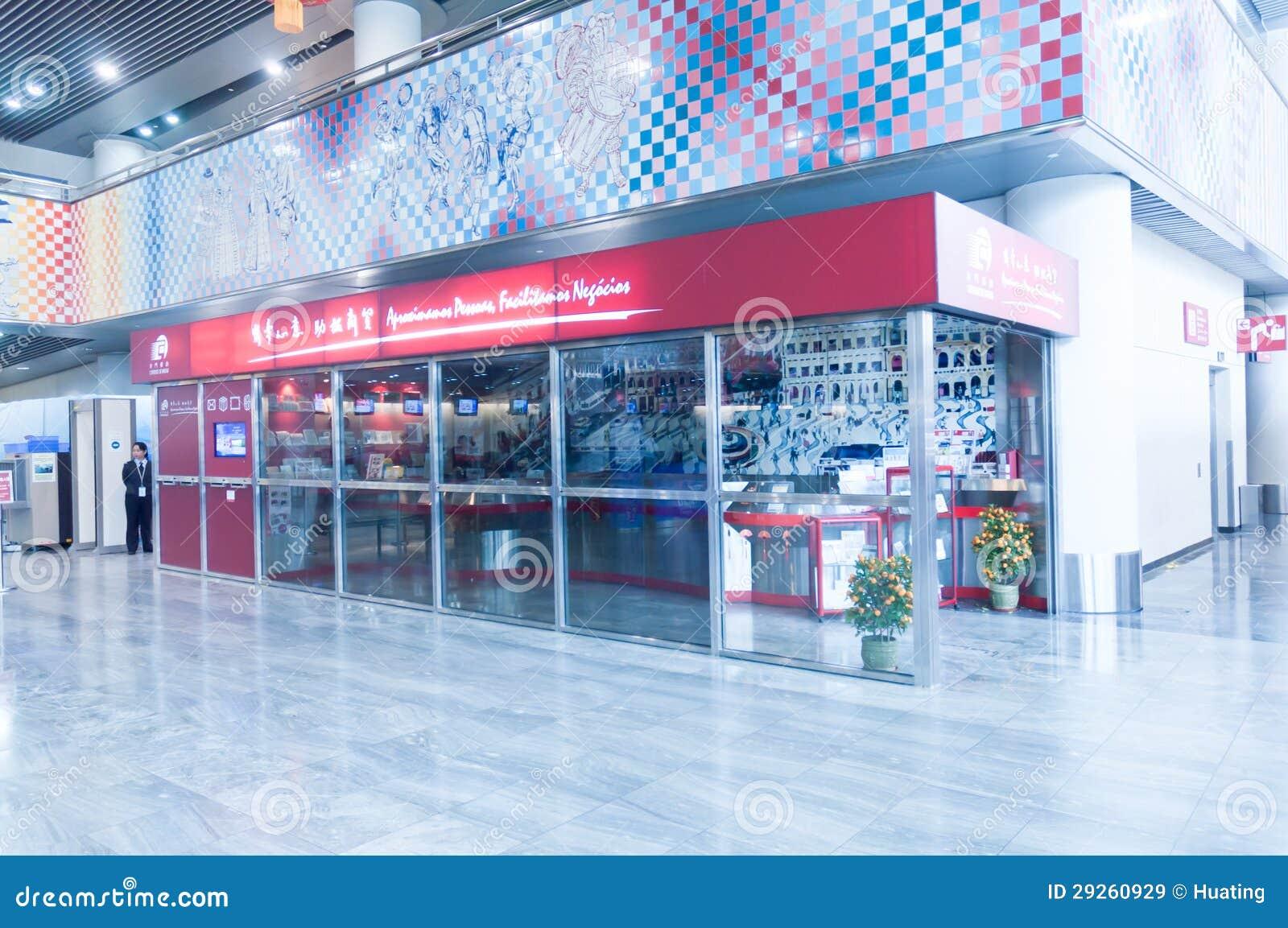 La oficina de correos en el aeropuerto