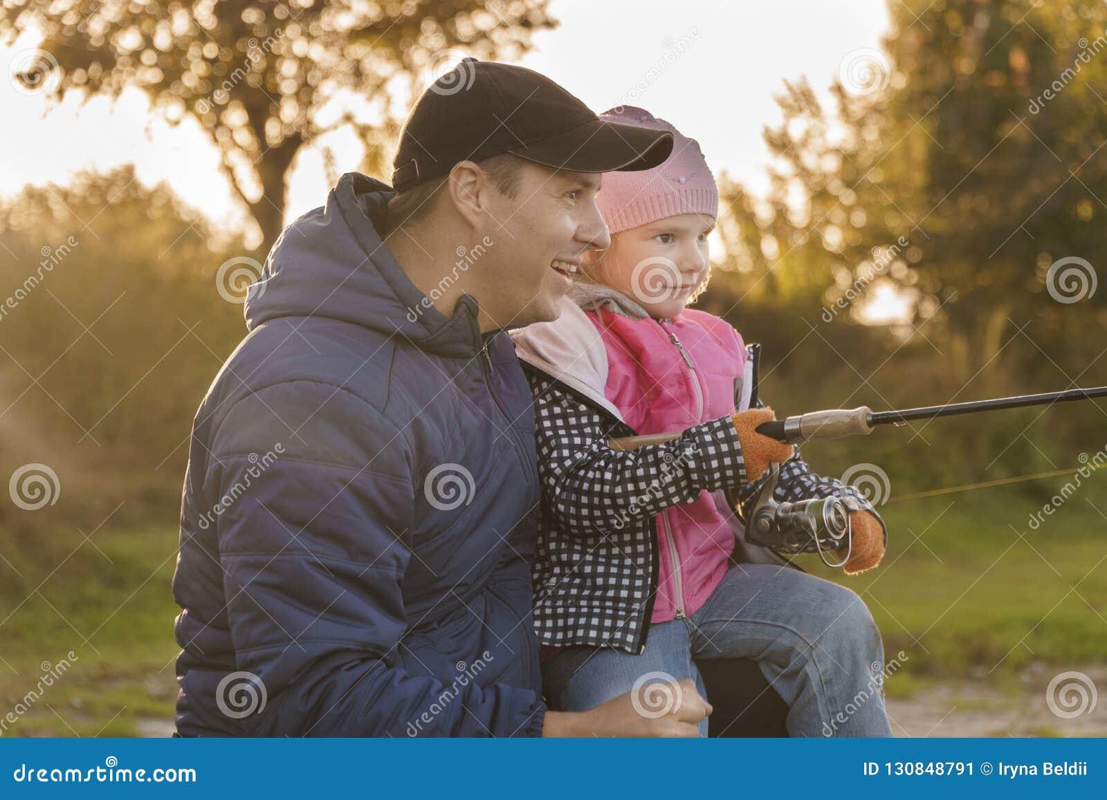 La pêche se reposent sur le rivage Ensemble Poissons contagieux