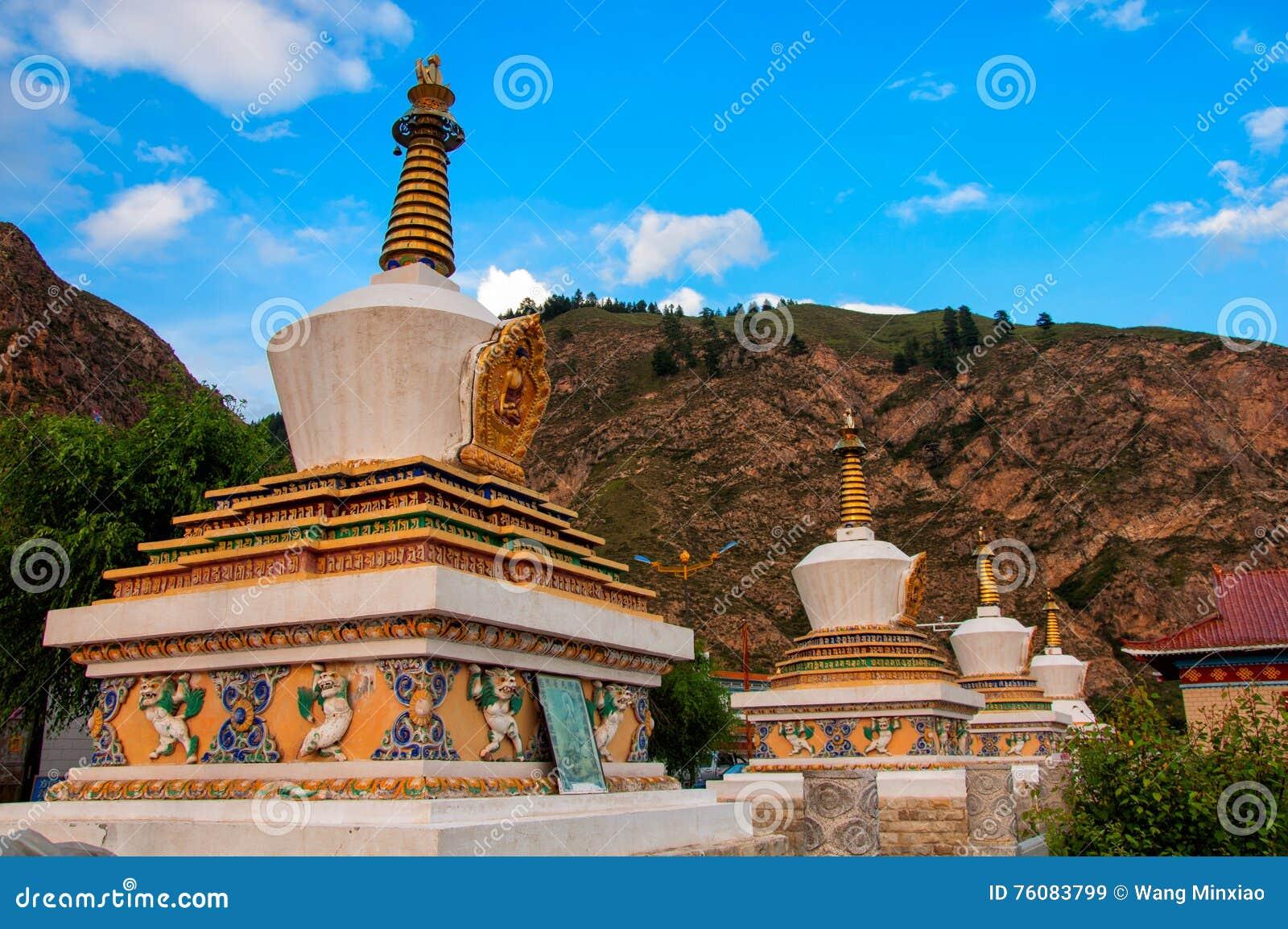 La pagoda sous le ciel bleu