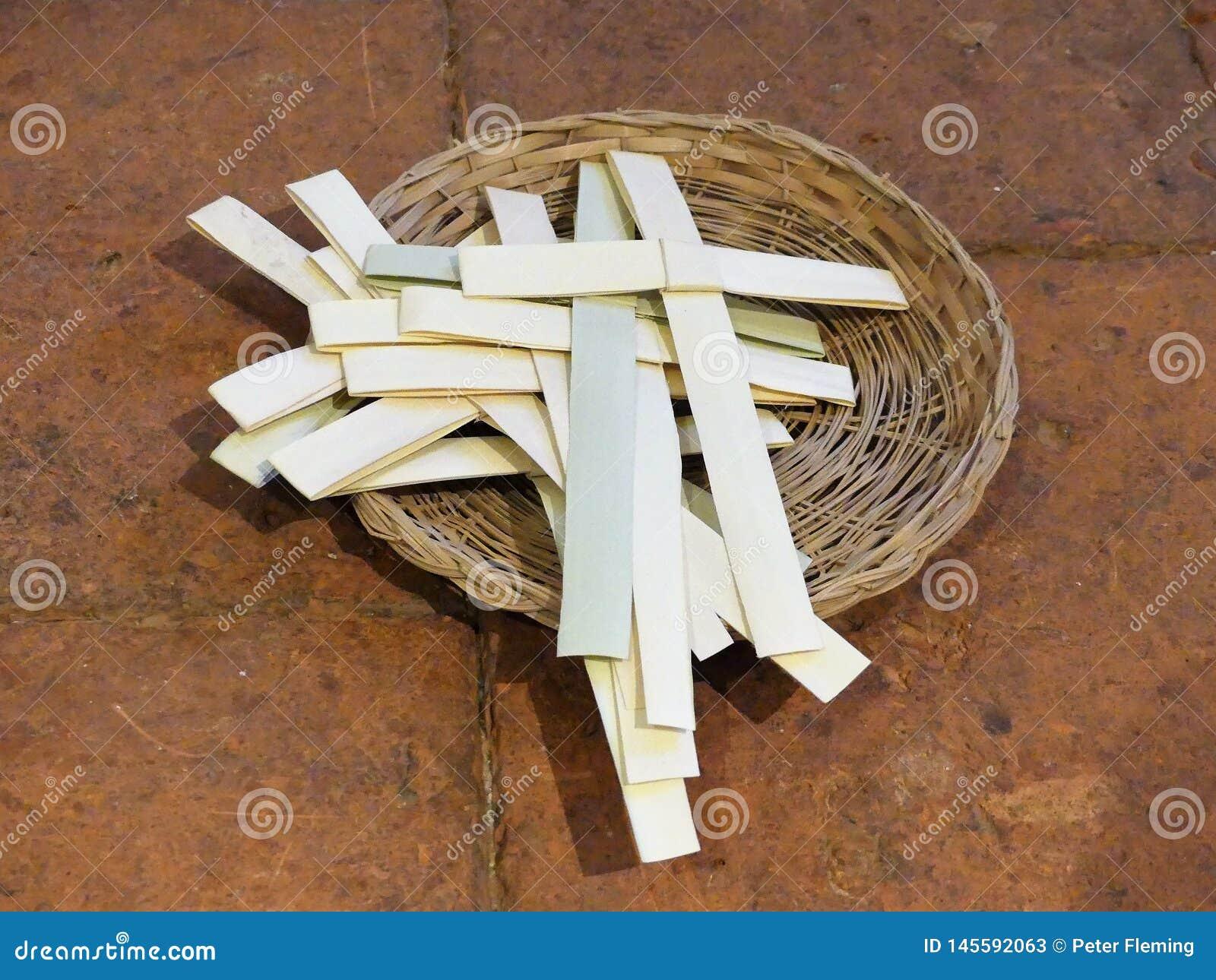 La palma attraversa in un canestro di vimini per l occasione della Domenica delle Palme