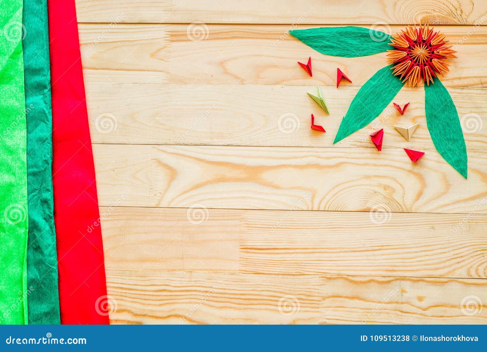 La Papiroflexia Modular Florece Con Las Hojas En Fondo De