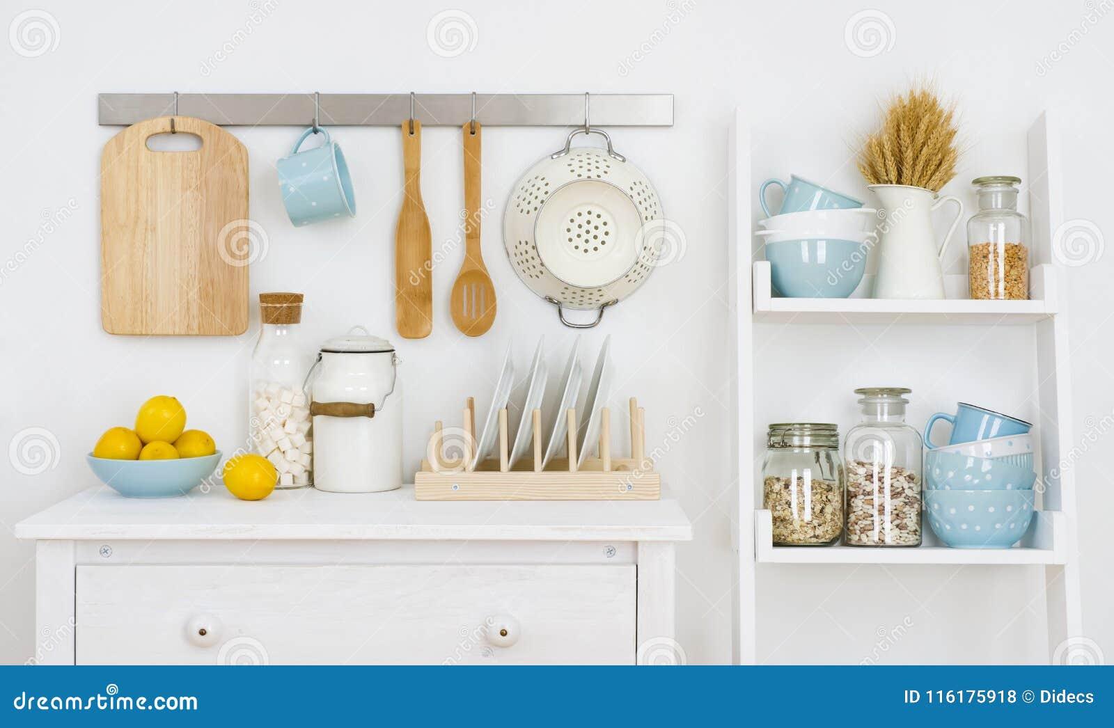 La Pared De La Cocina Adornó El Interior Con El Gabinete Y El ...