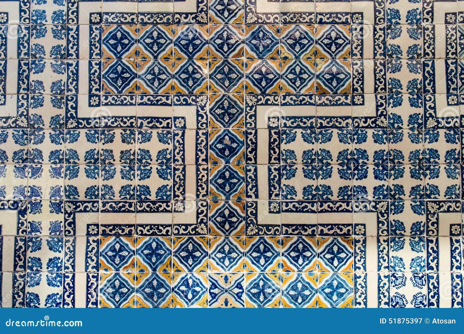 La pared de los azulejos de la casa foto de archivo for Casa del azulejo