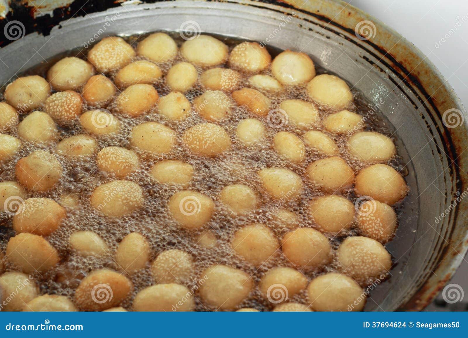 La patata dulce fríe el estilo de Asia en la cacerola