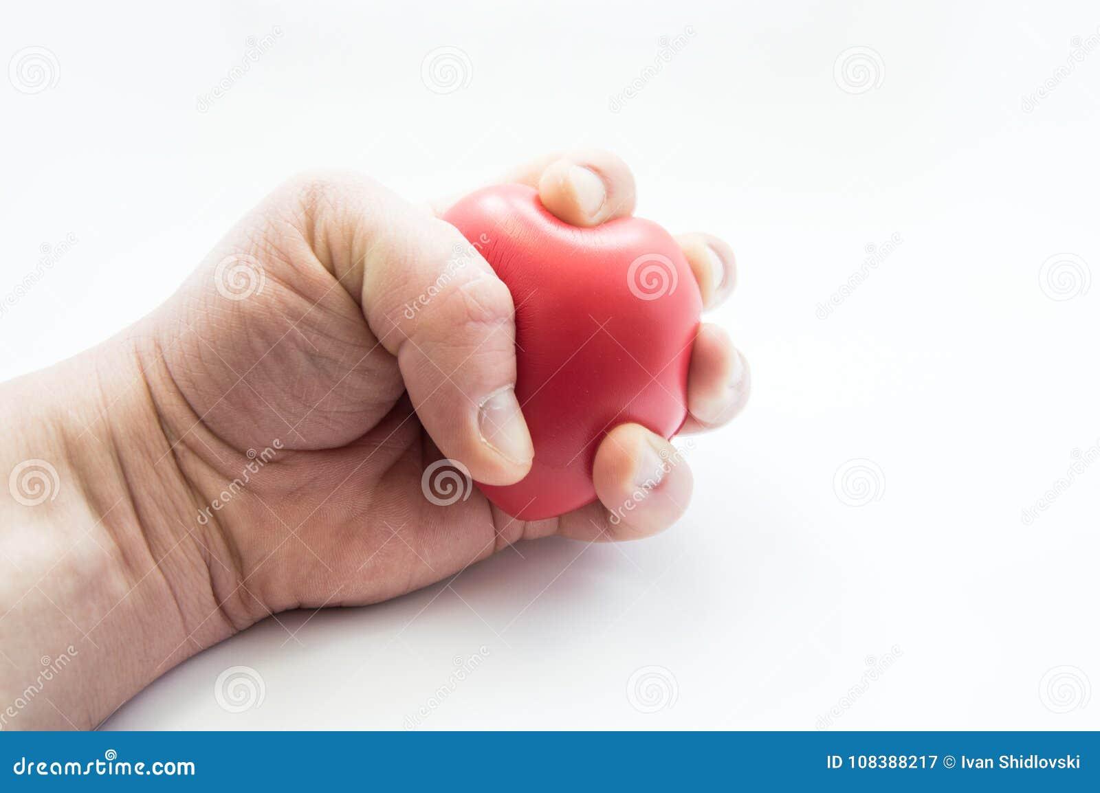 La paume comprime considérablement la forme du coeur humain Photos montrant des sentiments de patient présentant la maladie cardi