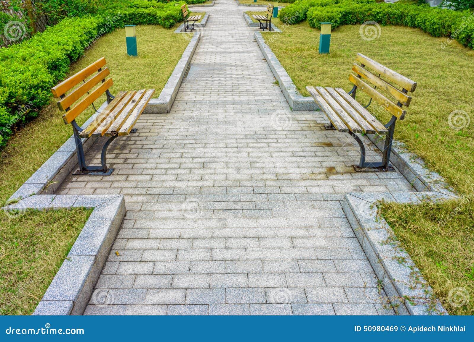 La pavimentazione di pietra in un giardino fotografia - Pavimentazione giardino ...