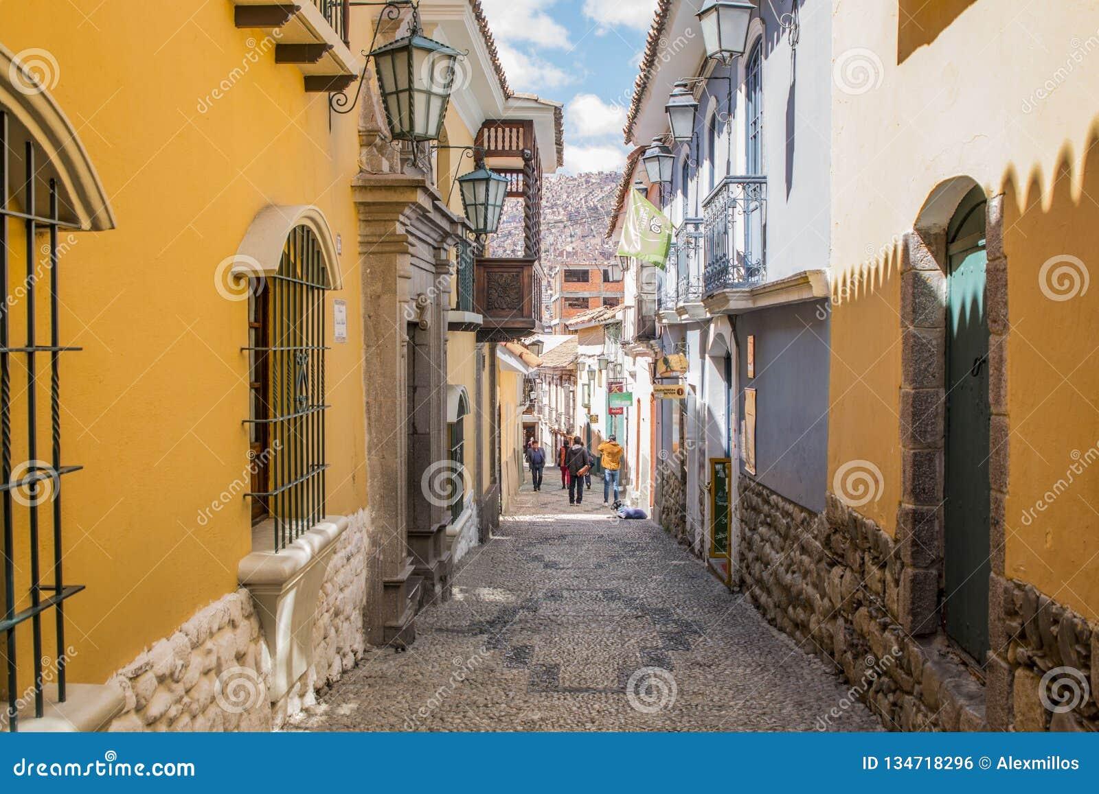 LA PAZ BOLIVIA, DICIEMBRE DE 2018: Calle de Jaén en centro de ciudad de La Paz, Bolivia