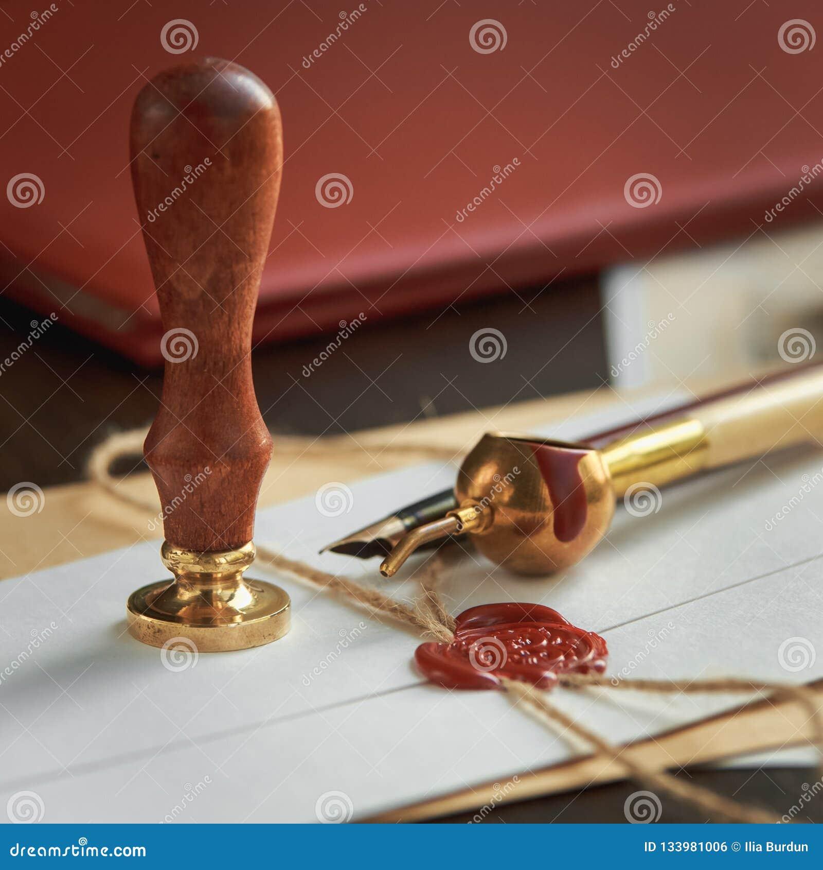 La penna ed il bollo pubblici del ` s del notaio sul testamento e sull ultimo  Strumenti del notaio
