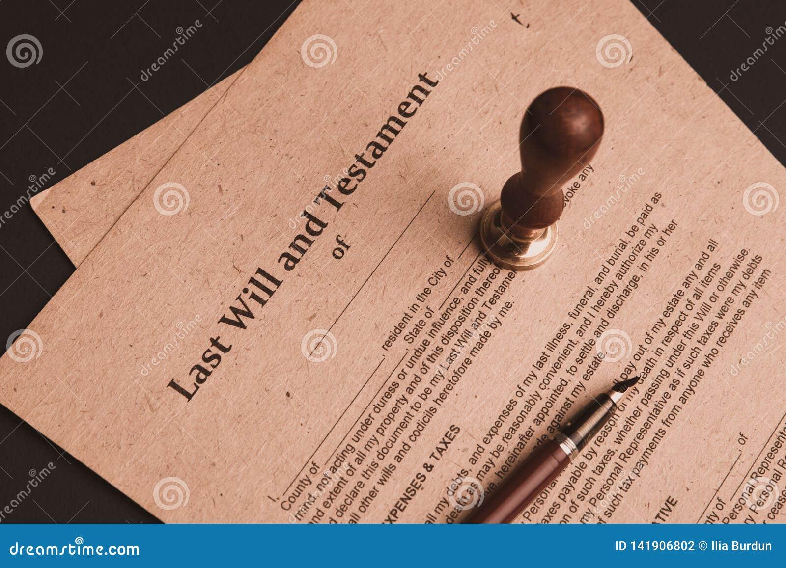 La penna ed il bollo pubblici del ` s del notaio sul testamento e sull ultimo  Notaio