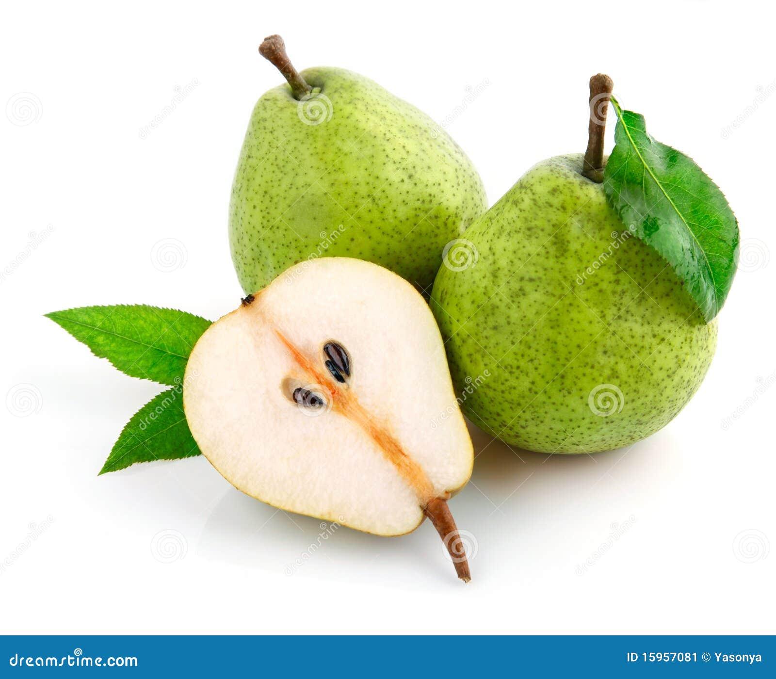 La pera fresca da fruto con las hojas del corte y del verde