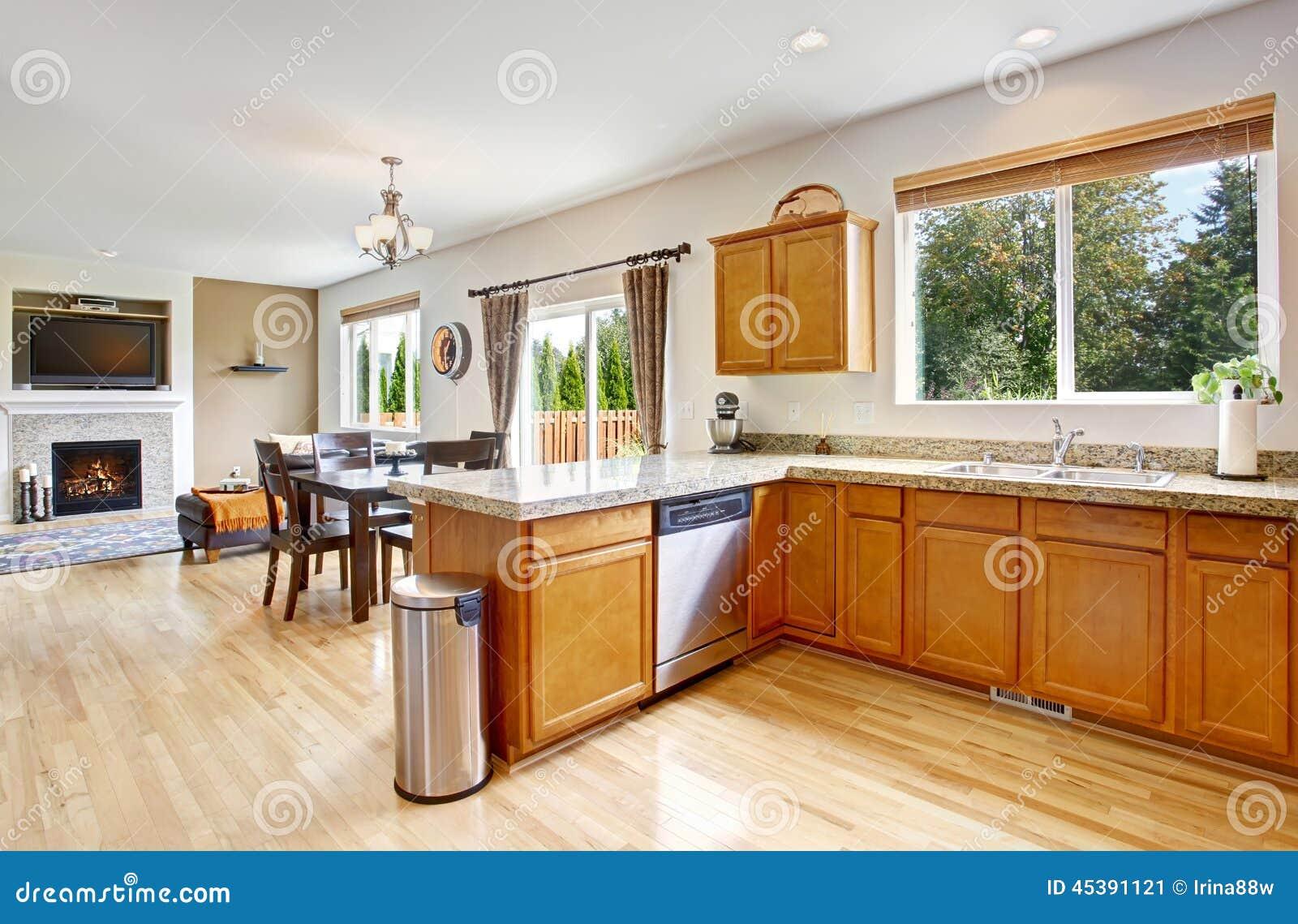 la pi ce de cuisine avec des dessus de granit et le miel modifient la tonalit des coffrets. Black Bedroom Furniture Sets. Home Design Ideas